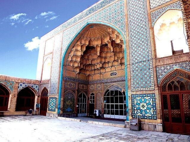 خبرنگاران ضدعفونی کردن فضای داخلی مساجد قم آغاز شد